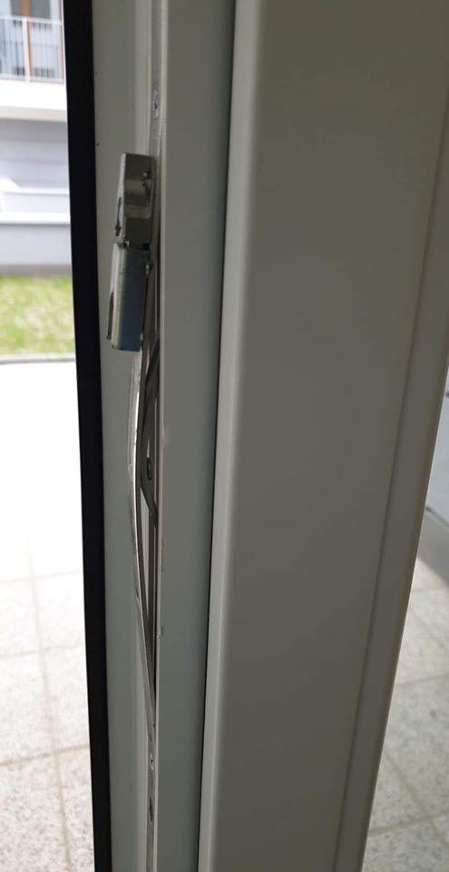 uszkodzenia stolarki okiennej, odbiór deweloperski